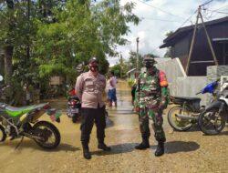 Bantu Warga Terdampak Banjir, Polsek Kongbeng Turun Bersama Babinsa