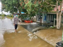 Antisipasi Banjir Yang Tak Kunjung Surut, Polsek Muara Ancalong Patroli Pantau Perkembangan Air