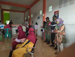 Bhabinkamtibmas Polsek Teluk Pandan Dampingi Penyaluran Bantuan Sosial Tunai (BST) Kementrian Sosial