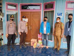 Kapolsek Muara Bengkal Gandeng Kades Ngayau dan Mahasiswa Distribusikan Bantuan Sosial